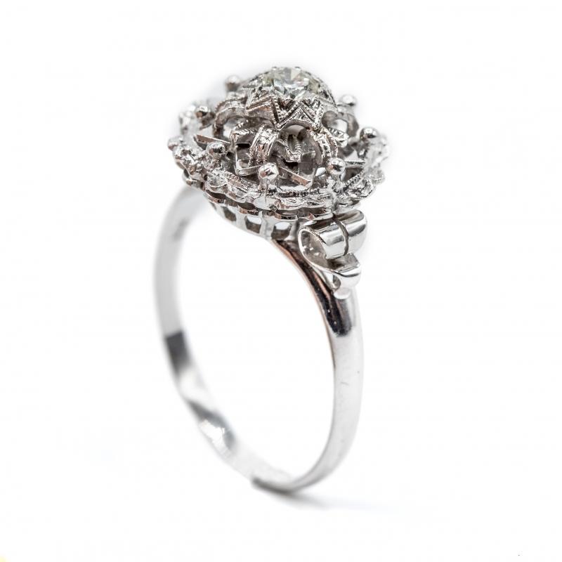 Anello vintage  con diamante taglio brillante