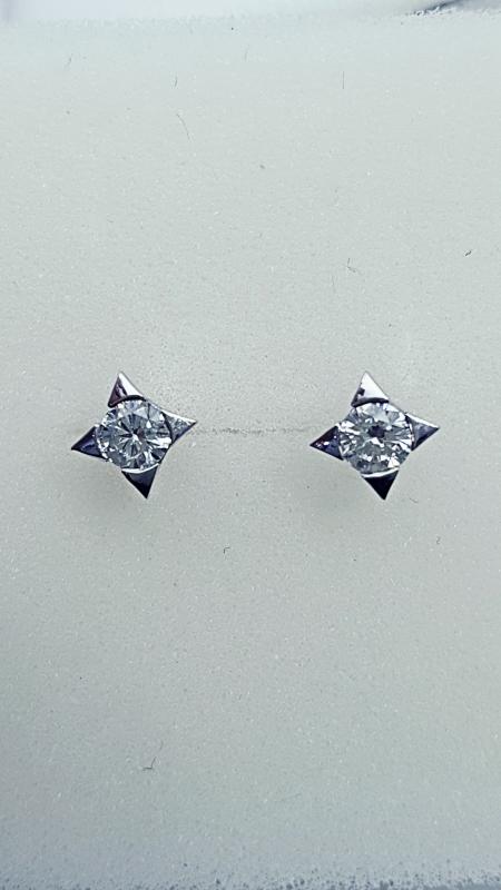 Orecchini punto luce con diamanti  img - 4