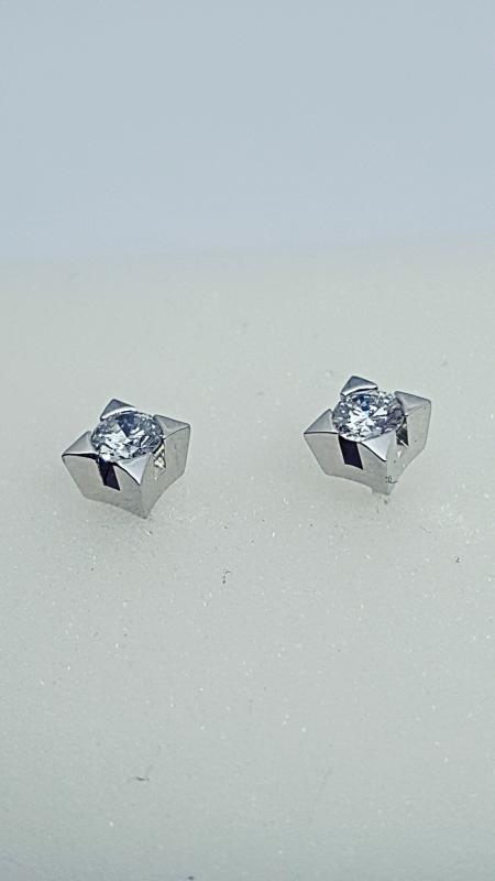 Orecchini punto luce con diamanti  img - 3