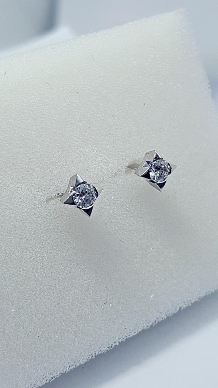 Orecchini punto luce con diamanti  img - 2
